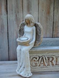 Anděl - víla sedící přes roh ( svícen )