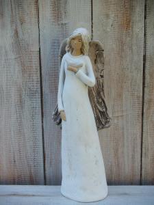 Anděl - víla stojící s ptáčkem