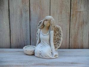 Anděl - víla sedící ( svícen )