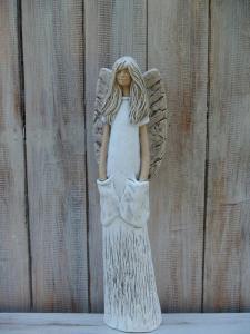 Anděl - víla stojící s kapsami