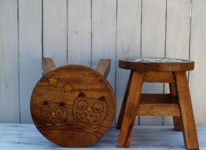 Stolička s obrázkem - průměr 25x25 cm ( sovy )