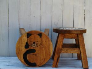 Stolička s obrázkem - průměr 25x25 cm ( spící kočka )