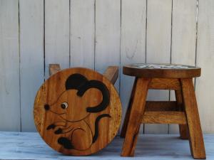 Stolička s obrázkem - průměr 25x25 cm ( myška )