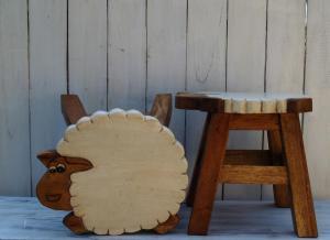 Stolička s obrázkem - průměr 25x25 cm ( ovečka )