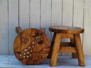 Stolička s obrázkem - průměr 25x25 cm ( žirafka )