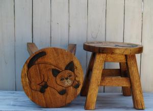 Stolička s obrázkem - průměr 25x25 cm ( kočka )