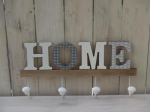 Dřevěný věšák HOME